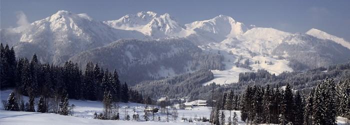 Skifahren in Kitzbühel: 3 Nächte im 4* Hotel mit SPA + Frühstück inkl. 2-Tages Skipass ab 274€