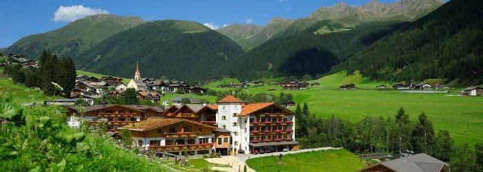 Urlaub in den Dolomiten: 2, 3 oder 5 Nächte im TOP 4*Superior Hotel inkl. Halbpension Plus + Wellness ab 174€ p.P.