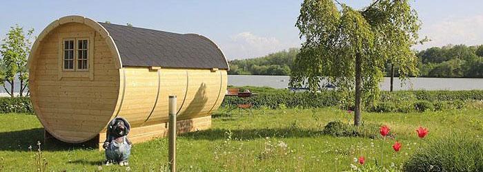 Donau Camping im Schlaf-Fass