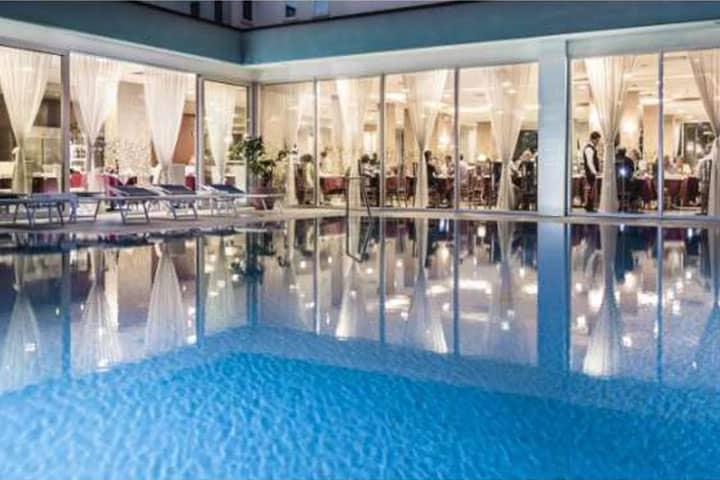 Hotel Parigi Pool